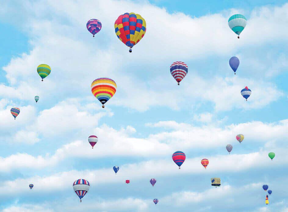 5月 空を飾るカラフルバルーン SORA -空- 2022年カレンダーの画像