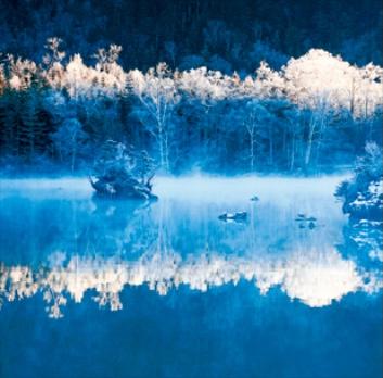 11-12月 阿寒湖-北海道 美しい水辺(フィルムカレンダー) 2022年カレンダーの画像