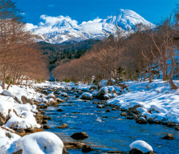 1-2月 岩尾別川と知床連山(北海道) せせらぎの詩(フィルムカレンダー・小) 2022年カレンダーの画像
