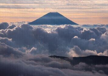 9-10月 南アルプス谷川岳より(長野) 富士の四季 2022年カレンダーの画像