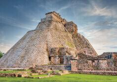 9月 古代都市ウシュマル メキシコ 魅惑の世界遺産 2022年カレンダーの画像