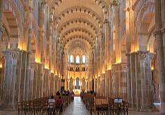 12月 ヴェズレーの教会と丘 フランス 魅惑の世界遺産 2022年カレンダーの画像
