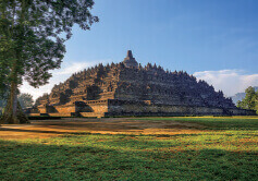 3月 ボロブドゥール寺院遺跡群 インドネシア 魅惑の世界遺産 2022年カレンダーの画像