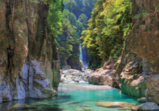 5月 大杉谷野ニコニコ滝(三重) 天地自然・森田敏隆写真集 2022年カレンダーの画像